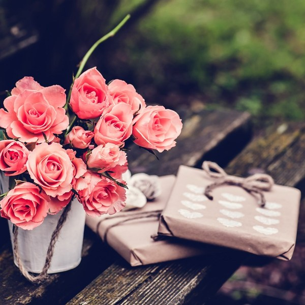 Spink roses gifts hearts bench vintage photo hd wallpaper