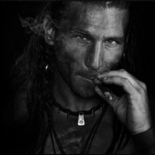 Black sails captain vane portrayed by zach mcgowan 400x243