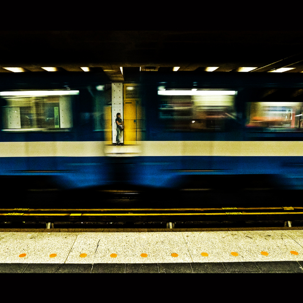 Waiting train by cameraflou d5ll1xv