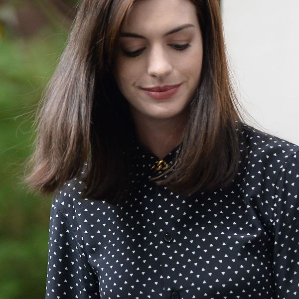 Anne hathaway on the set of the intern in new york 1