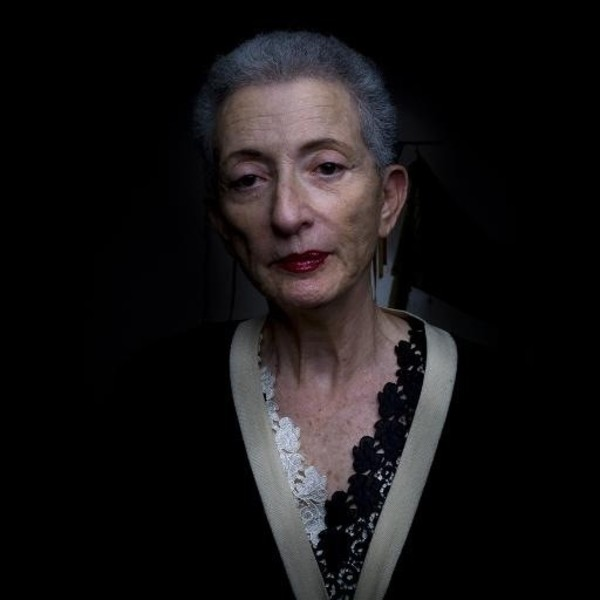 helene cixous the laugh of the medusa essay Hélène cixous, in the laugh of the medusa, advocates new ways of thinking and writing about women and literature the essay has become a staple of feminist criticism because of its.