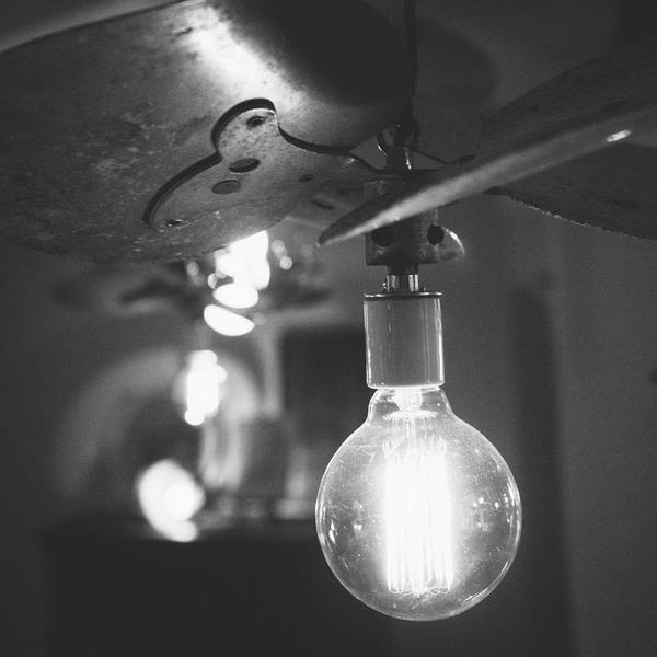 Black and white idea light bulb 4749