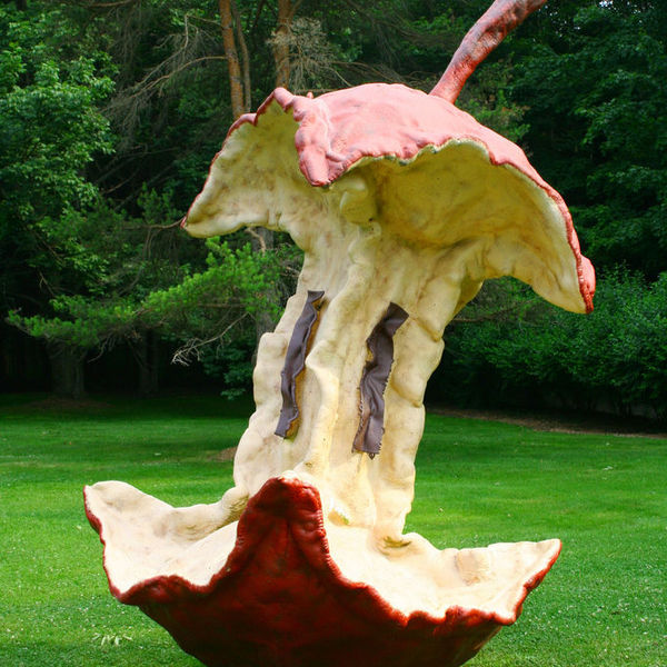 Claes oldenburg trognon pomme