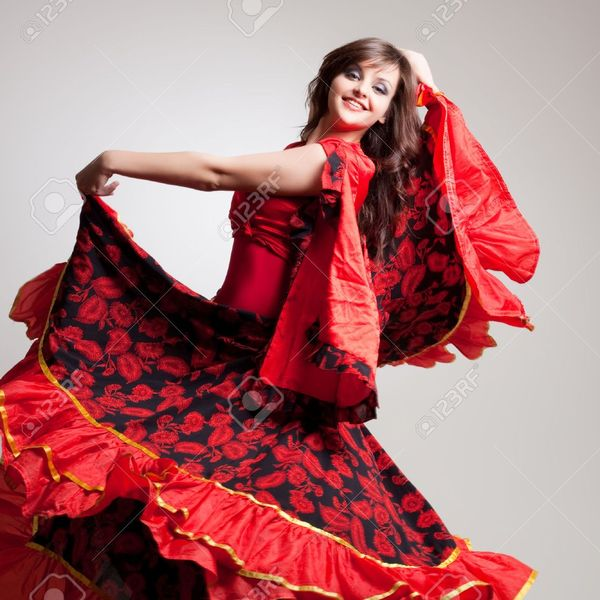 31872948 danseuse de flamenco tourn%c3%a9 en studio